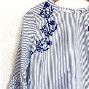 🛍Dizzy Lizzy embroidered blouse-S